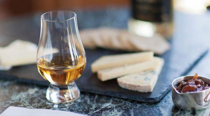 Uống whisky ăn gì để có sự kết hợp đúng điệu